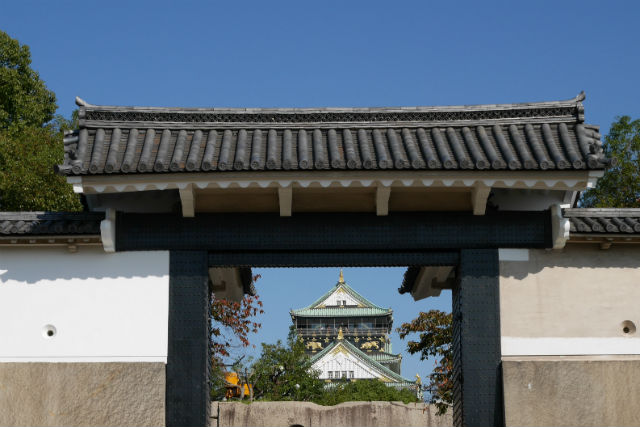 桜門から見える大阪城天守閣