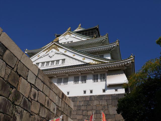 大阪城天守閣、真下から撮影