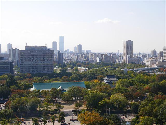 大阪城天守閣の展望台から見た眺め、ハルカスや通天閣