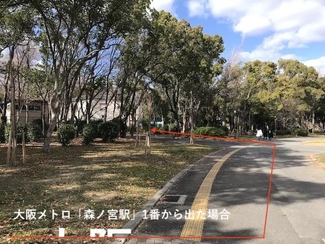 大阪城音楽堂の行き方(因みに、大阪市営地下鉄・中央線「森ノ宮駅」の1番出口から出た場合、出てすぐ右に大阪城公園があるのでそこを直進すると、丁度この噴水の場所にでます(大阪メトロ「森ノ宮駅」1番出口からの場合)