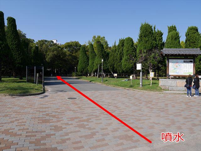 大阪城公園、噴水から大阪城野外音楽堂への道