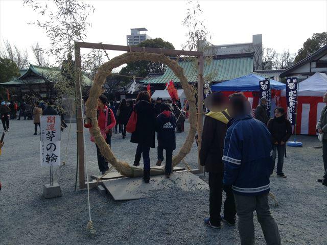 大阪城、豊国神社の開運芽の輪(輪くぐり)