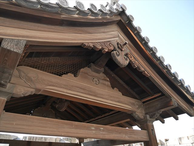 大阪城「金明水井戸屋形」の屋根