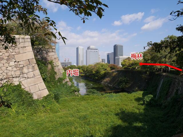 大阪城東内堀と梅林