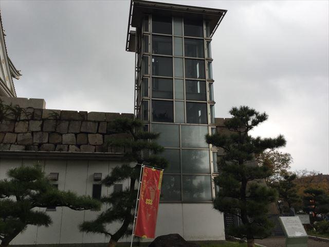 大阪城天守閣エレベーター(石垣)