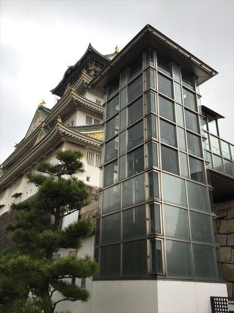 大阪城天守閣とエレベーター