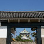 桜門から大阪城天守閣が見える