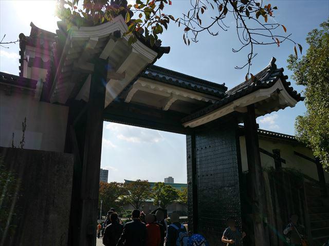 大阪城「桜門」の背後から撮影