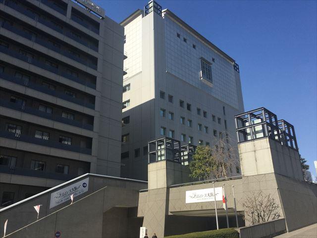 ホテル「プリムローズ大阪」入口付近