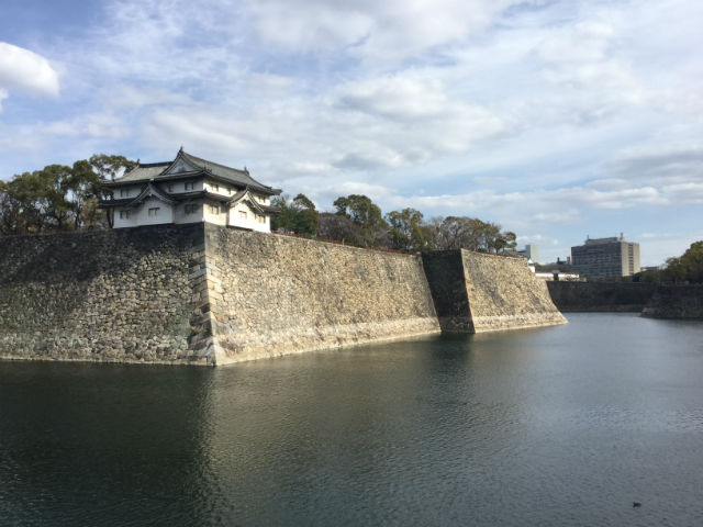 大阪城乾櫓と外堀