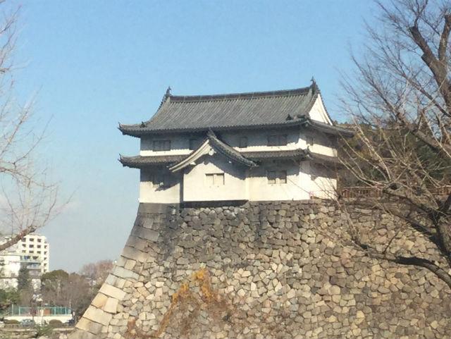 大阪城乾櫓、大阪府庁側から撮影