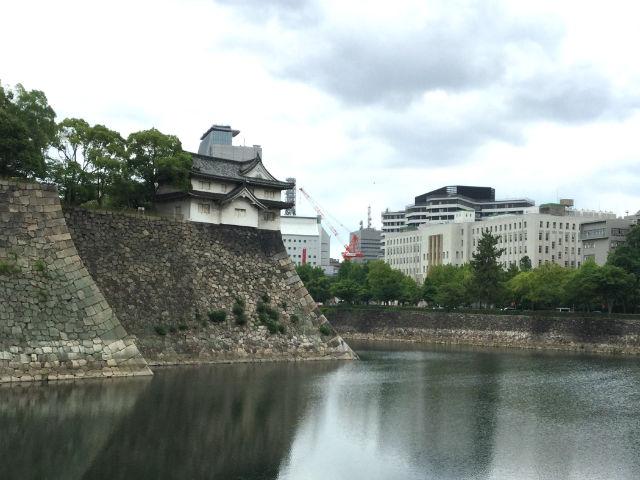 大阪城「乾櫓」と大阪府庁