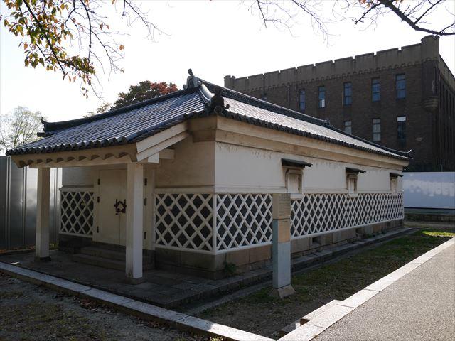 大阪城金蔵と第四師団司令部庁舎
