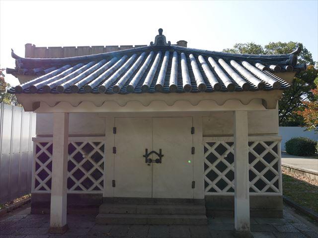 大阪城金蔵、正面から撮影