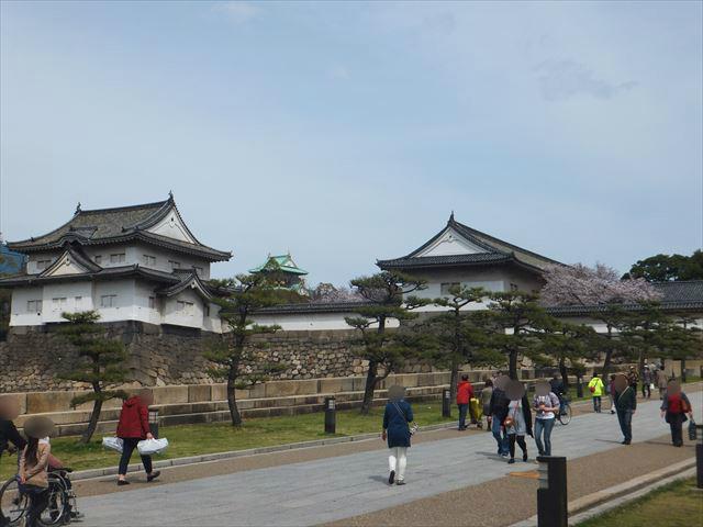 大阪城「大手門」前の坂