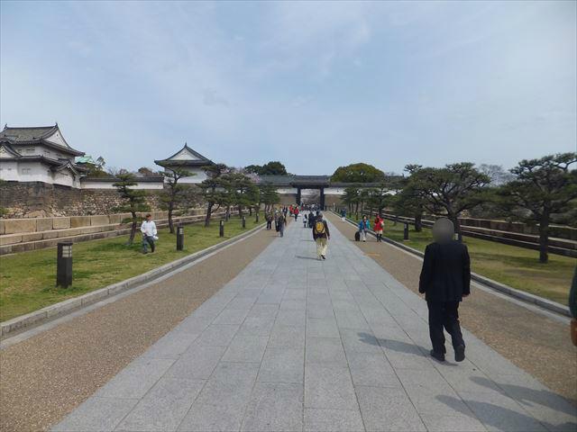 大阪城「大手門」の坂