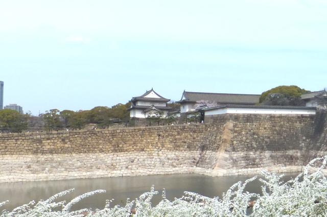 大阪城南外堀から見た千貫櫓、多聞櫓、大手門