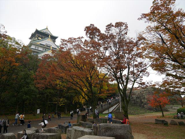 大阪城天守閣と刻印石広場