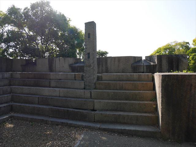 大阪城「玉造口」の裏側の石段