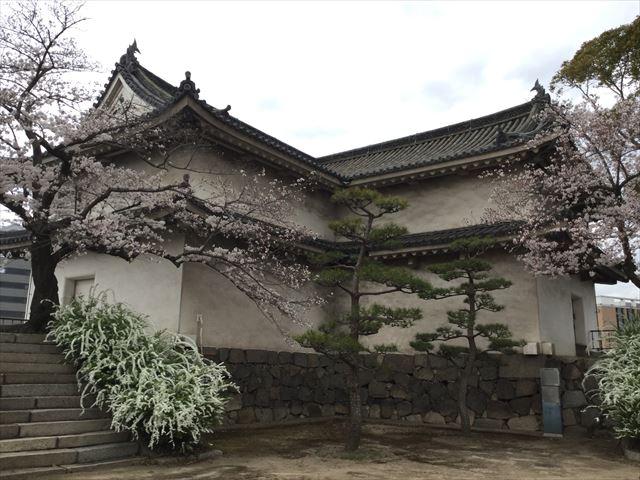 大阪城西の丸庭園から見た乾櫓