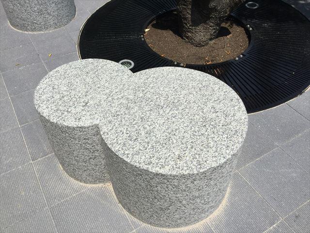 ジョーテラスオオサカ、瓢箪型のベンチ