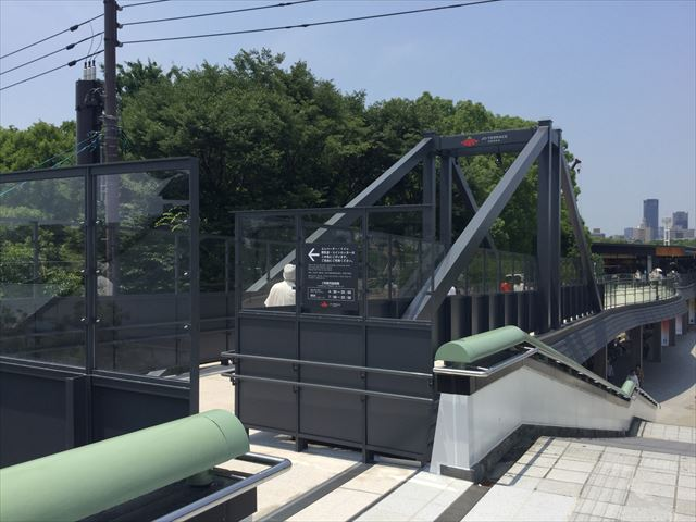 JR大阪城公園駅からジョーテラスオオサカ2階に直結している様子