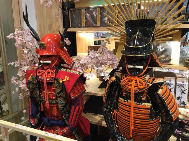 ミライザ大阪城、戦国・和小物専門店「忍屋」の兜と甲冑