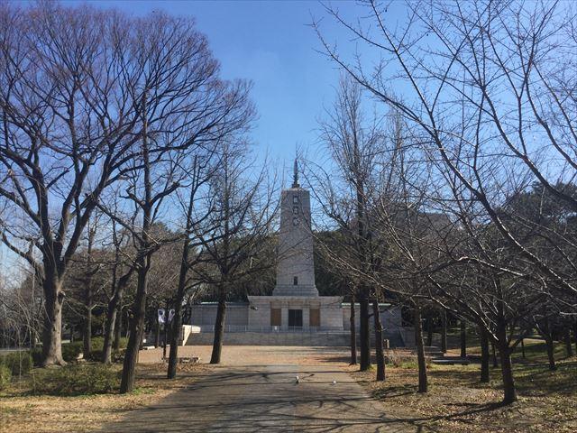 大阪城公園「教育塔」