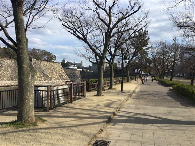 大阪城西外堀沿い