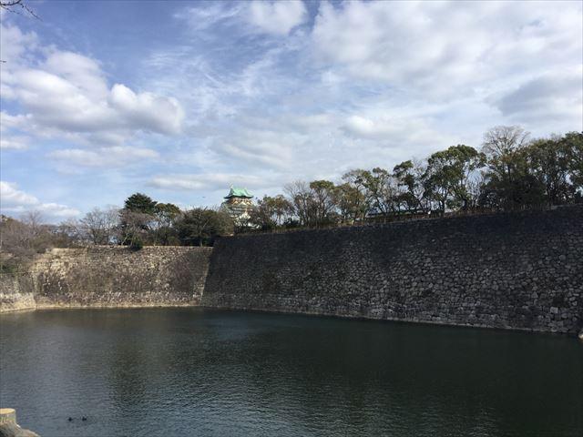 西外堀沿い、京橋口手前から見える大坂城