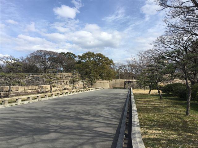 大阪城「京橋口」の上り坂