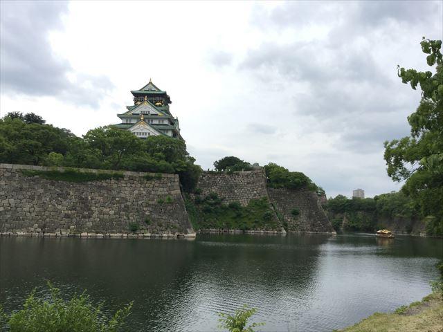 大阪城御座船が内堀を折り返す様子