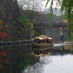 大阪城御座船が内堀を進む様子